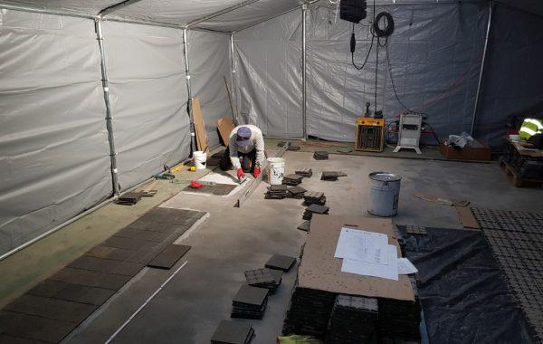 Wyłożenie 1000 m2 posadzki płytkami żeliwnymi na żywicy