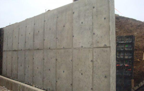 Budowa muru oporowego